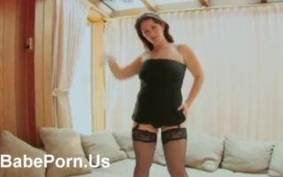slut-babe-rubbing-her-pussy